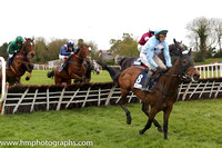 04th Stars Over The Sea (USA) ( 8 , light blue, pink chevrons ) and T. Scudamore - Trainer : David Pipe (in GB) - Owner : R.S.Brookhouse