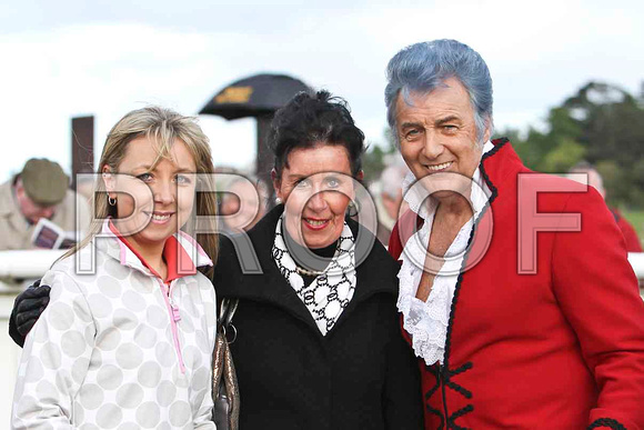 Lynne Burns, Kate Burns of Burnview Stables Banbridge & Jesse Garron - Elvis Impersonator - FT8E2963-e2